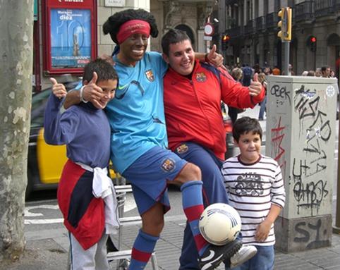 コラム日々是蹴球「大道芸のボール」初めて筆者がバルセロナを訪れた際のおはなし。
