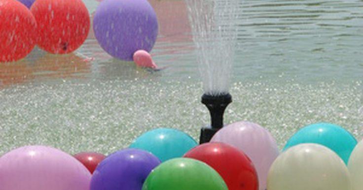 Juegos en el exterior para adolescentes con globos de agua