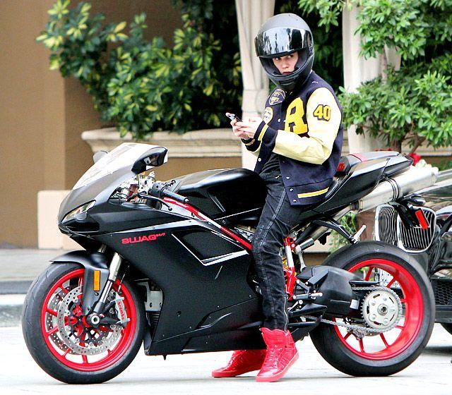 Justin Bieber's Bat Bi...