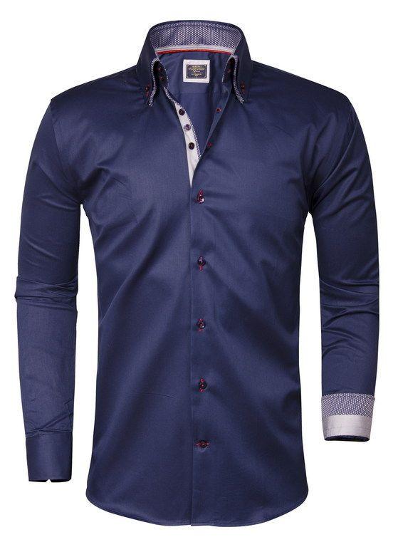 Prachtig Italiaans overhemd van Wam Denim. Het donkerblauwe slimfit overhemd is gemaakt van puur katoen met een satijn finish. Dit heren shirt met transparant blauwe knopen is afgewerkt met stevige manchetten en een dubbele kraag.