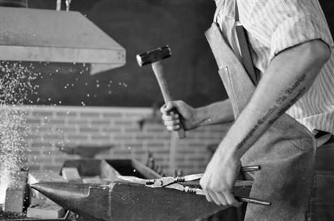 Contact Form Blacksmithing Classes This six-week course introduces the old world craft of blacksmithing. Here, the student learns the fundamentals of the trade: