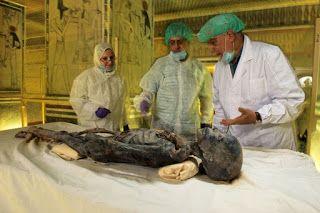 Lady Deathpoet: Nefertiti y Tutankamón: Asuntos de Familia Segunda...