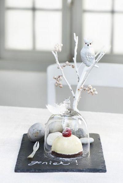 kerst dessert - ook leuk om ipv een stolp een wijnglas te gebruiken met een petit fourtje eronder!