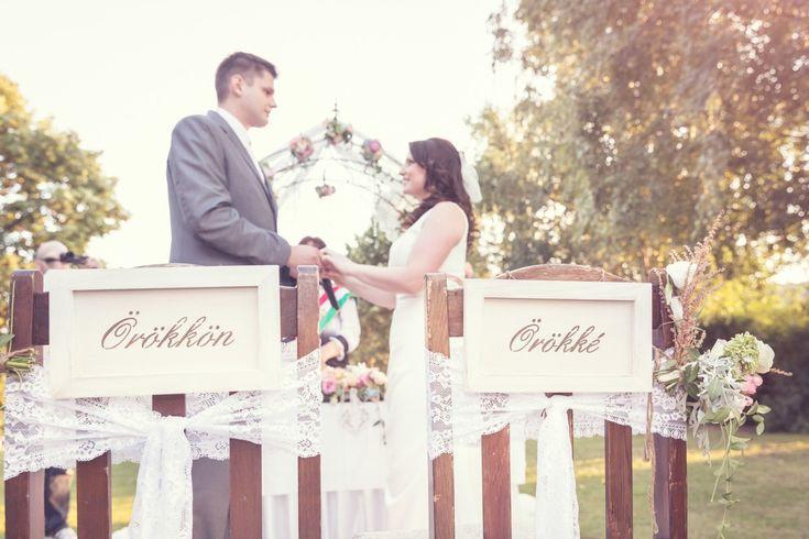 Málnalekvár és igazi vintage hangulat - Orsli és Lali esküvői beszámolója az oldalon.  Fotó: Fénylabor - szeretet képek #esküvő #wedding #vintage
