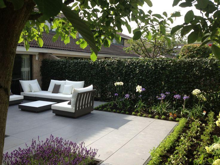Strak, modern en onderhoudsvriendelijk! Met toch voldoende groen om het een tuin te maken.