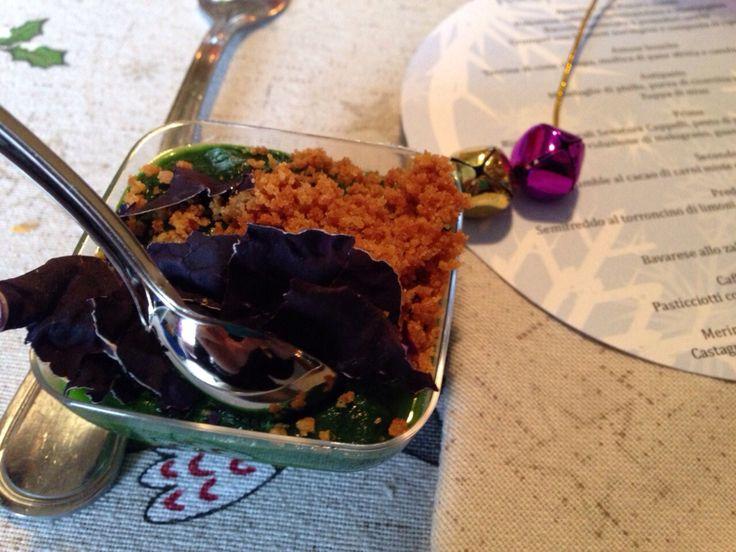 Terrina di cime di rapa, mollica  sfritta, chips di cavolo rosso