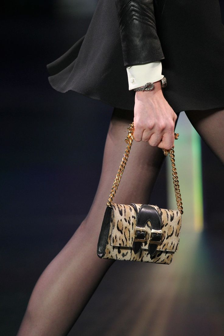 i want that detailed little clutch