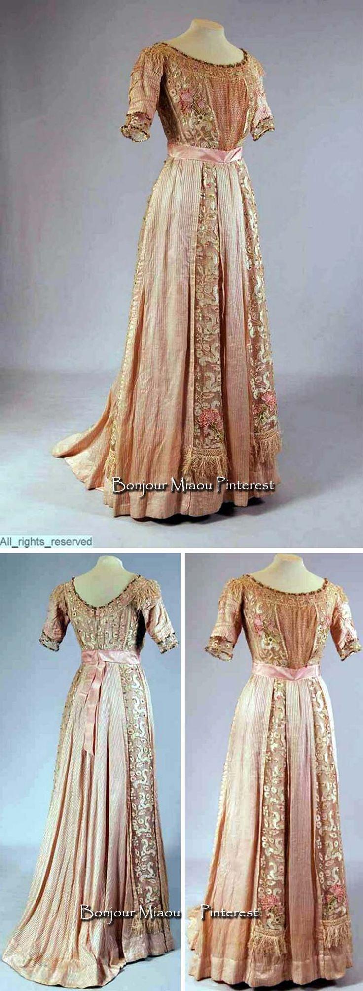 Dress ca. 1905-10. Mode Museum via Europeana Fashion