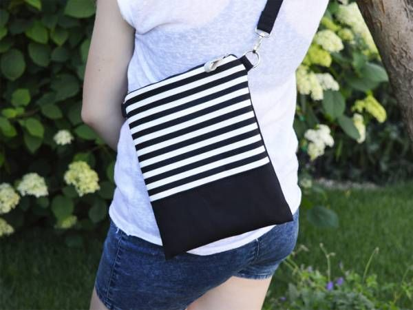 Black Canvas and Painted Striped Pattern(white)