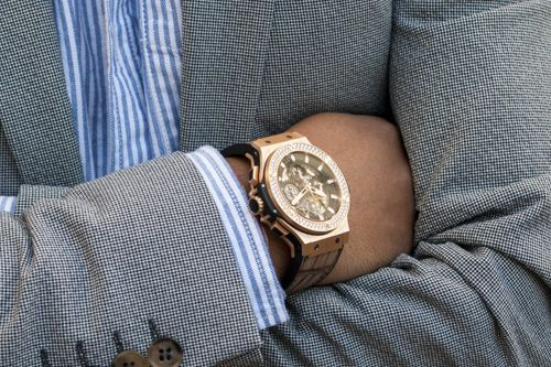 Hublot: Aero Bang in rose gold and diamonds, on a powdered aligator strap