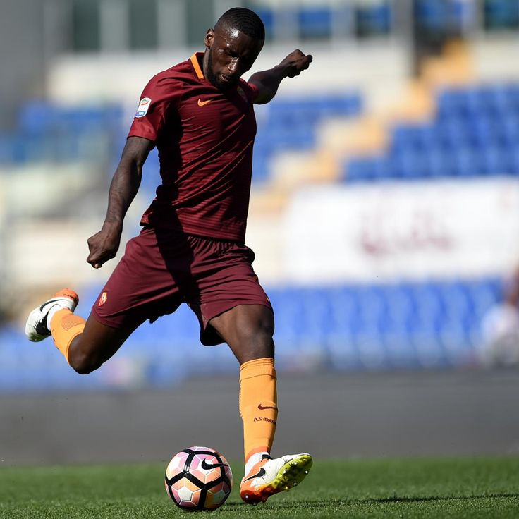 Antonio Rudiger Reportedly Arrives in London Ahead of Chelsea Transfer from Roma