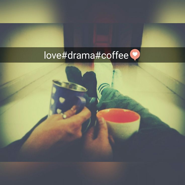 Chillin out over a cup of coffee is what everybody needs😄😍