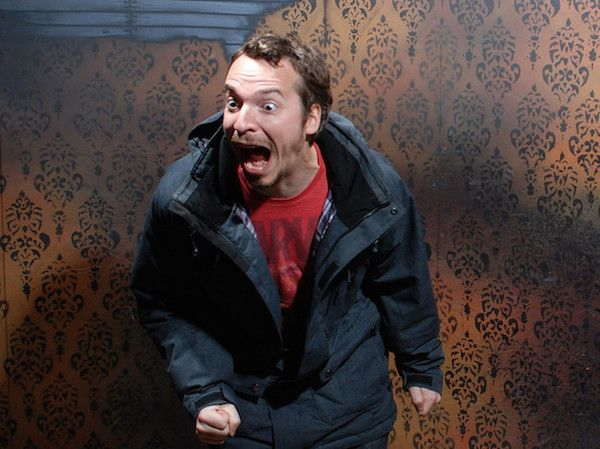 singlescream Terrified haunted house reactions are the definition of Halloween (27 Photos)
