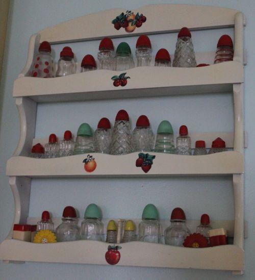 Vintage salt and pepper shakers on vintage shelf vintage home decor finds pinterest Retro home decor pinterest