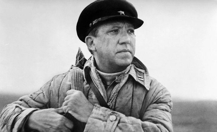 Многие знаменитые советские артисты и кинорежиссеры прошли войну. Юрий Никулин был командиром разведки, Папанов пережил взрыв и контузию, Пуговкин отправился в военкомат прямо со съемок, а Смоктуновск...
