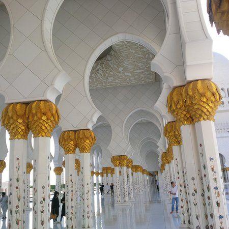 Fotografía de Mezquita Sheikh Zayed, Abu Dabi: Inside. Echa un vistazo a los 49.537 vídeos y fotos de Mezquita Sheikh Zayed que han tomado los miembros de TripAdvisor.