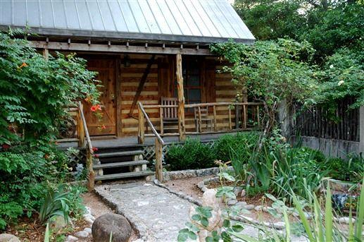 Clara 39 s cabin at southern charm lodging in fredericksburg for Cabins near fredericksburg tx