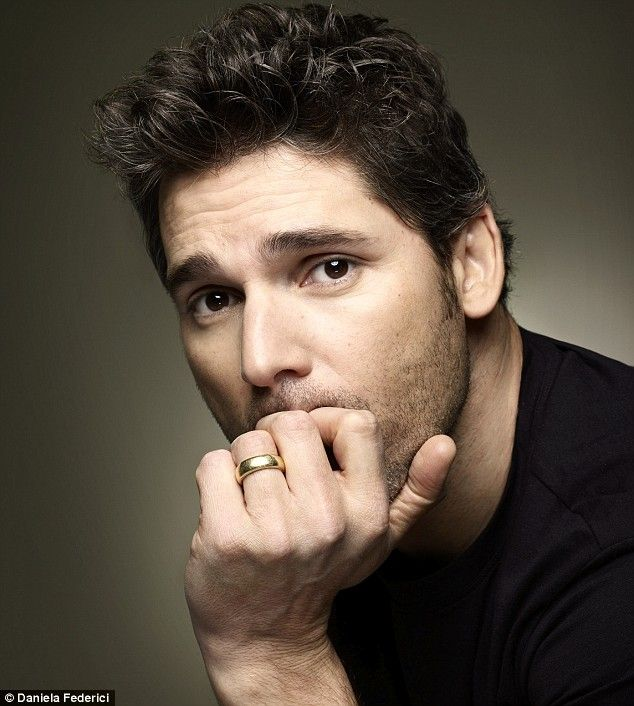 eric bana. Wedding bands on men are sexy. Off limits and proud to be wedded. Damn! He's yummy!!!