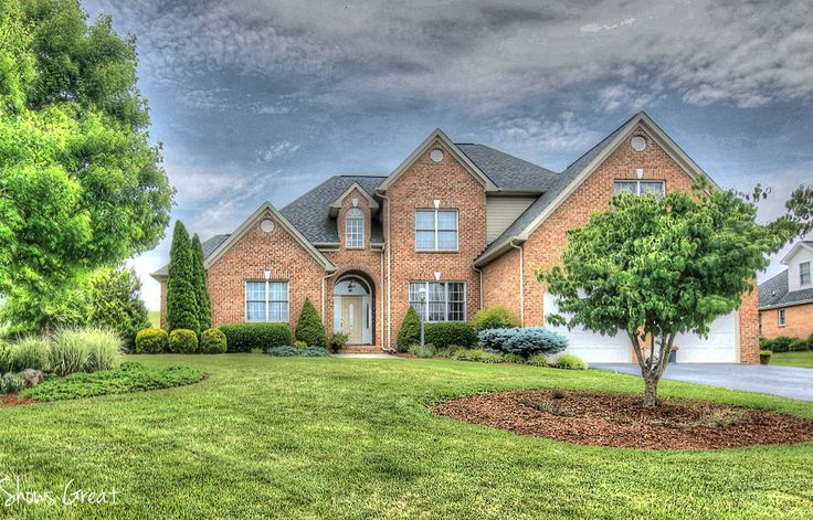 Stunning Home in Ashley Plantation Stunning home in Botetourt's Ashley Plantation.   This beautifully designed home offers a grand entrance foyer that leads to a sunny great room with soaring ceilings and walkway above.  The bright and light itchen has beautiful custom cabinets, stainless appliances, and huge pantry.  Perfectly placed on over 1/2 acre that backs …
