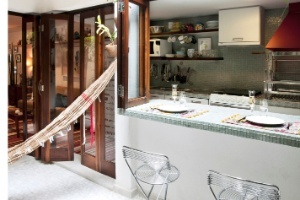 """Casa dos anos 1960 ganha vida com mix de estilos e """"puxadinhos"""" criados em reforma - Casa e Decoração - UOL Mulher"""