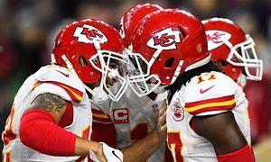 Kansas City Chiefs wide receiver Albert Wilson (L) celebrates with teammate Chris Conley.