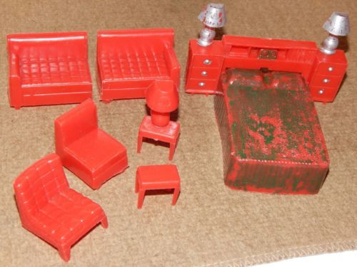 VINTAGE-SUPERIOR-PLASTICS-RED-DOLL-HOUSE-MIX-LOT-FURNITURE-9-PIECES