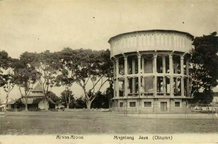 """""""Aloon-Aloon. Magelang. Java"""". 1920"""