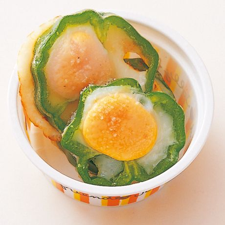 うずらピーマンの目玉焼き | 藤井恵さんの卵焼きの料理レシピ | プロの簡単料理レシピはレタスクラブネット