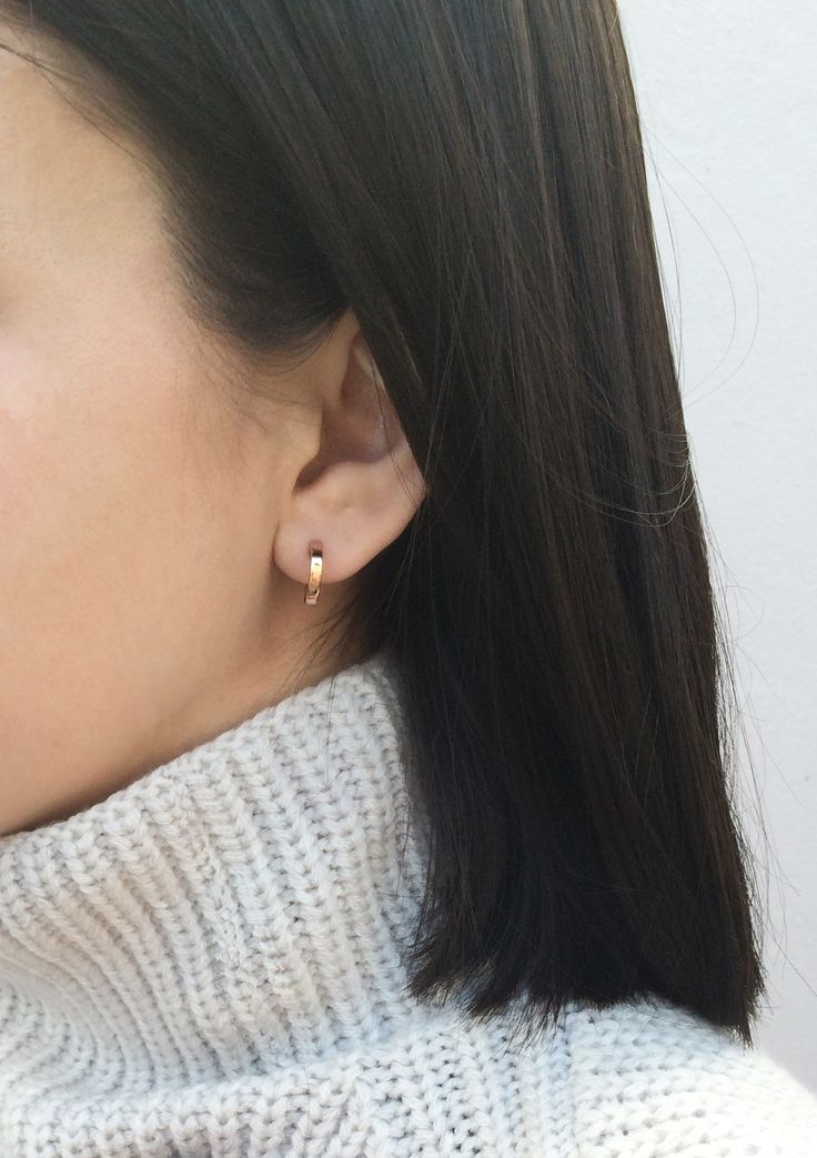simple gold hoops / Vrai & Oro