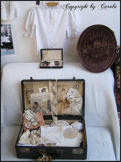 Making a craft box in May of 2012?: Blog Parties, Crafts Boxes, Decor Ideas, Cottages Chic, Display Ideas, Cottages Studios, Boxwood Cottages, Crafts Suitcases Got, Bloggers Create