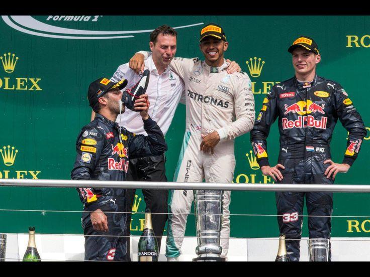 GP Germany Hockenheim 2016. Ricciardo drinks champagne from his shoe after his second place and being on the podium with his teammate Max Verstappen. Zou je dit bericht willen kopiëren en in je status voor 1 uur te zetten in het teken van respect en herinnering 💫 ❤ ✨ Alleen sommige van jullie zullen het doen en ik weet wie het gaat doen. Als je iemand kent die vocht tegen kanker en / of is overleden, of iemand die nog steeds vecht. Ik hoop dat ik gelijk krijg over de mensen die het