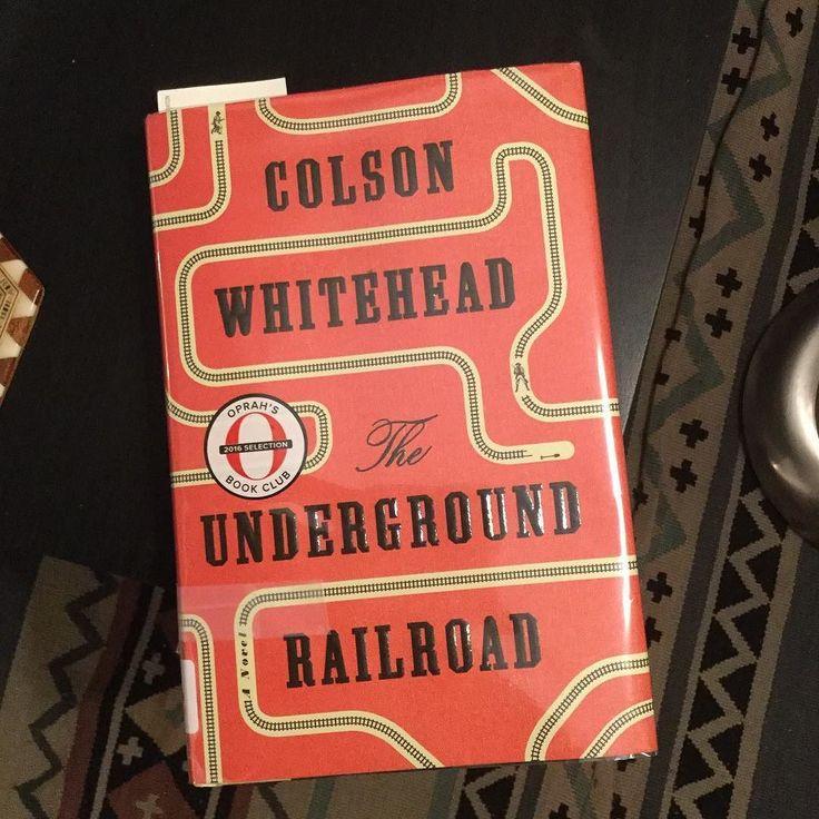 #InstagramELE #lectura  Ahora estoy leyendo un libro que se llama El Ferrocarril Subterráneo que trata sobre las rutas clandestinas hacia el norte que usaban los esclavos americanos. Me está gustando mucho. Es la historia de una esclava de una plantación Cora. No sé cuál será el final pero espero que no termine muy mal.