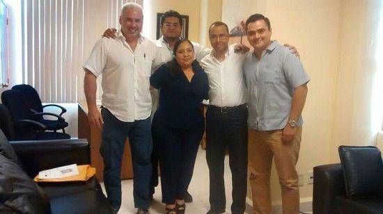 Vicente Cerecedo, administrador del Hospital de Martínez de la Torre, hace negocio con el medicamento que les mandó Yunes - http://www.esnoticiaveracruz.com/vicente-cerecedo-administrador-del-hospital-de-martinez-de-la-torre-hace-negocio-con-el-medicamento-que-les-mando-yunes/