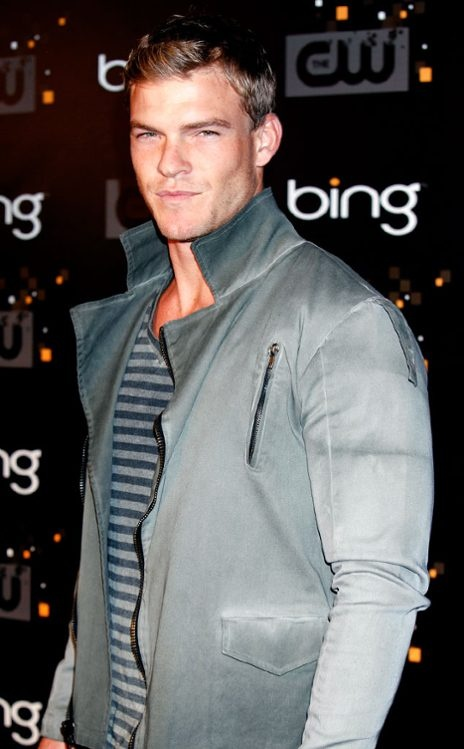 Alan Ritchson~~~Gloss