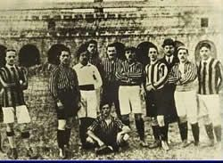 Derby della Madonnina (Inter vs Milan). Herbert Kilpin (right), one of the founders of Milan Cricket and Football Club, and some of the founders (left) of the Football Club Internazionale Milano.