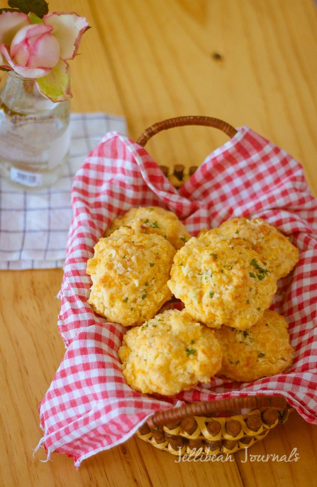 Red Lobster Cheddar Garlic Biscuits Copycat Recipe | Jellibeanjournals.com