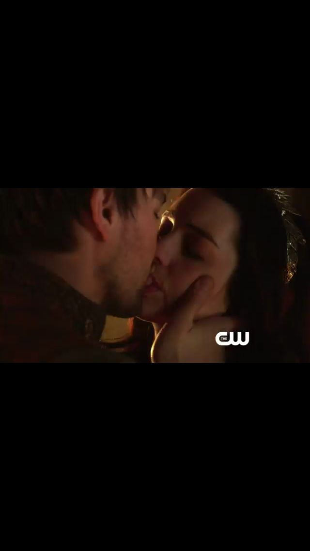 Reign Season 4 On Netflix: Reign Bash Mary Kiss