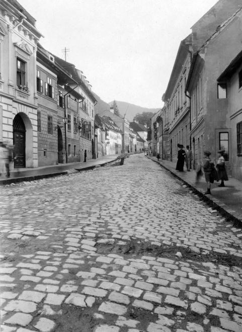Vár utca (Strada Castelului).