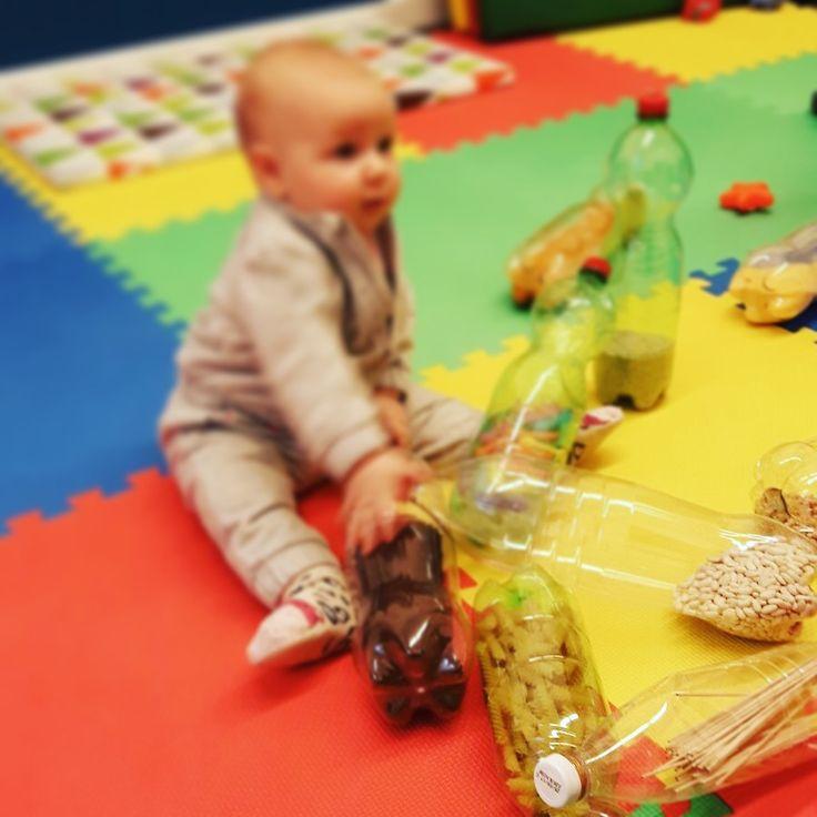Giochiamo con le bottiglie sensoriali montessoriane  Mama-o è un centro di arte ostetrica e per la prima infanzia sito a Merate (LC) e Arcore (MB). Per scoprire di più sulle nostre attività visita il sito www.mama-o.it alla sezione corsi o scrivici a info@mama-o.it