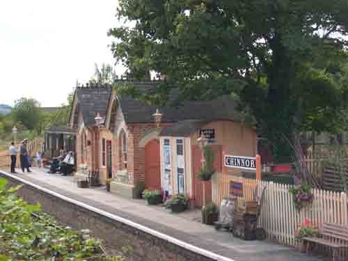 Chinnor Station Building 2003 09 07 C-LR.jpg