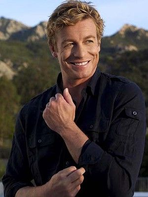 Simon Baker plays Patrick Jane on The Mentalist. He is so darn cute...love his eyes and his grin.