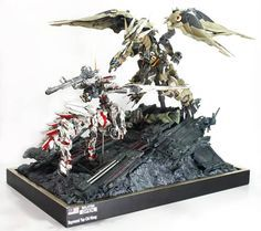 Esto si ya se fue de locos...  Gundam Unicorn Centaur vs. Dragon Kshatriya Ver-2 - Diorama Build