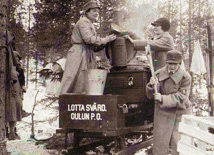 Lotta Svärd keeping the soldiers fed.