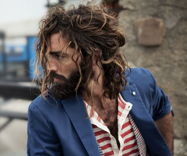 Want a new look for long hair? Check out these pictures of the half ponytail for men. It's the new man bun and cool look that works for any hair type. Curly Bun Hairstyles, Winter Hairstyles, Curly Hair Man Bun, Long Curly Hair Men, Hairstyles 2018, Hair And Beard Styles, Curly Hair Styles, Half Ponytail, Men Ponytail