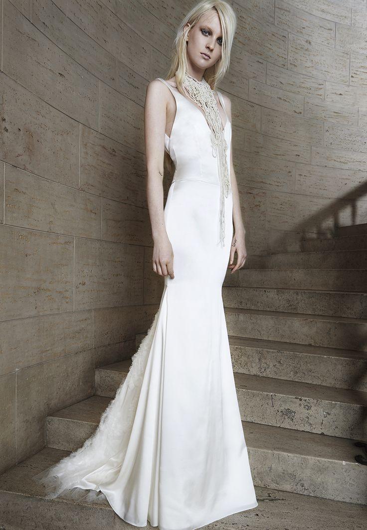 Algo totalmente nuevo y diferente, pero sin embargo hermoso, nos espera el año siguiente Vera Wang con Spring 2015 Bridal Collection. Wedding dresses.
