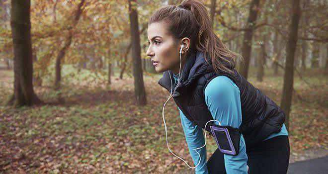 femme-running-musique-ecouteurs