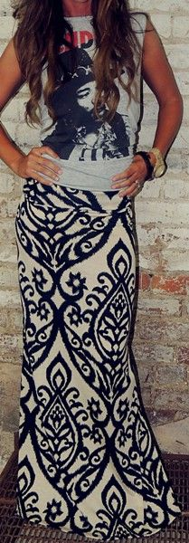 Usually dont like maxi skirts but i like the way she styled this