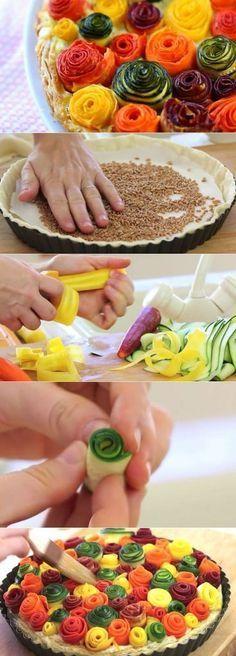 Une autre belle trouvaille...Des légumes, du soleil...lançons nous dans une magnifique tarte gorgée de soleil. Il faut faire des tagliatelles avec des courgettes jaunes, vertes, des carottes oranges, violettes... et les enrouler pour créer des fleurs....