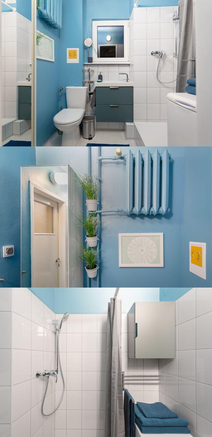 Łazienka studenta medycyny, nigdy nie widziała umywalki. Kaskadowo schodząca biel w przepełnionej błękitem malutkiej przestrzeni.