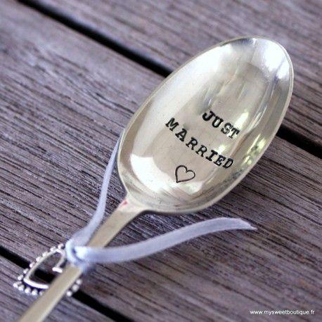 """Cette jolie cuiller en métal argenté fera un sublime cadeau pour un mariage ou des jeunes mariés, elle est gravée à la main """" Jusrt married""""ce qui signifie """"Jeunes mariés"""""""